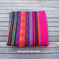 Tissu péruvien fuschia avec motifs Inca
