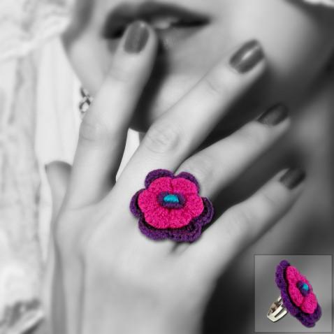 Bague fleur en crochet modèle violette